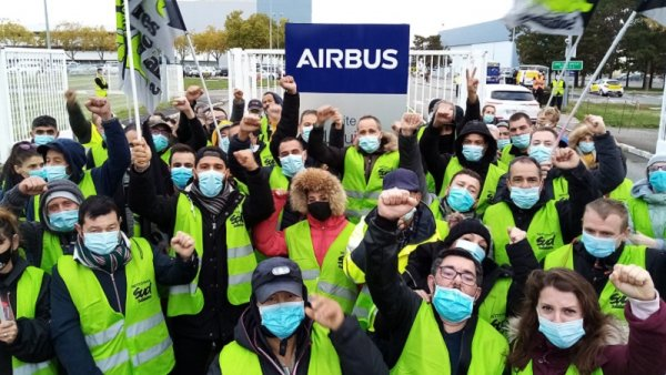 Vidéo. Les grévistes de Grandpuits soutiennent ceux d'Onet-Airbus, qui leur rendent la pareille