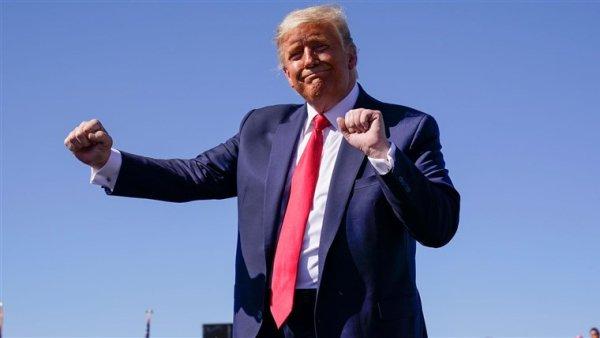 Trump s'autoproclame vainqueur et menace de saisir la Cour Suprême en cas de résultat contraire