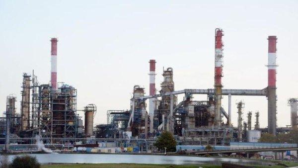Fuite à la raffinerie de Donges : derrière le discours écolo, les économies de Total font des ravages