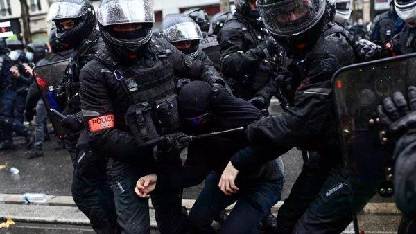 """""""Climat d'insécurité globale"""" : le rapport accablant d'Amnesty International sur la répression des manifestants"""