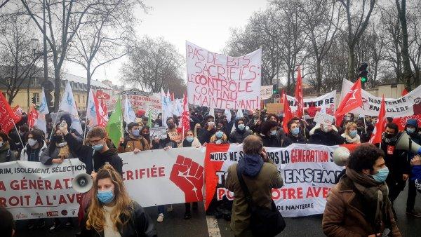 Paris. Face au mépris du gouvernement, 2000 étudiants dans la rue pour revendiquer des mesures d'urgence pour la jeunesse