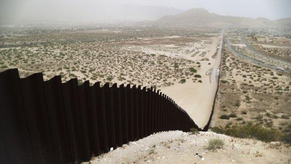 Deux enfants jetés de 4 mètres de haut à la frontière états-unienne : Biden est responsable