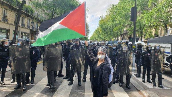 « Israël assassin, Macron complice » : des dizaines de milliers de manifestants malgré la répression