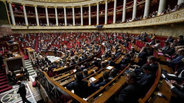 2 poids 2 mesures : Ferrand (LREM) s'oppose à l'application du passe sanitaire à l'Assemblée