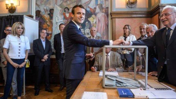 Macron En Marche vers les pleins pouvoirs ? Il va falloir l'arrêter
