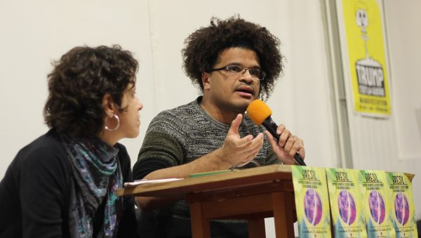 Près de 150 personnes à Paris pour discuter de comment lutter contre Bolsonaro au Brésil
