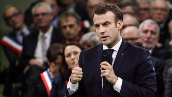 Emmanuel Macron promet de « faire très attention » à ses « petites phrases »