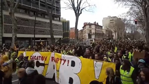 Près de 10 000 manifestants à Toulouse pour l'acte XVI, marqué par une forte répression