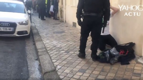 VIDEO. Bordeaux : interpellations en masse, l'un à genoux, les autres alignés debout face contre un mur