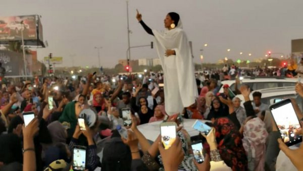 Les Soudanaises en première ligne contre le régime, « Révolution » !