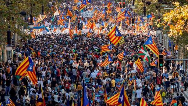 Gigantesque mobilisation à Barcelone contre la répression et le coup d'état institutionnel