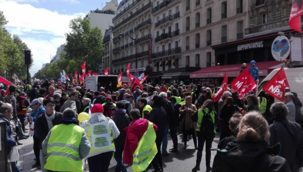 Acte 24 à Paris : Gilets jaunes et rouges convergent pour préparer le 1er mai