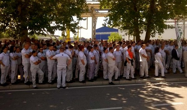 Grève massive depuis deux semaines chez Fiat Serbie