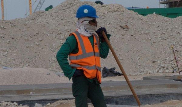 Plus de 6500 travailleurs migrants morts sur les chantiers du Qatar, les entreprises françaises complices !