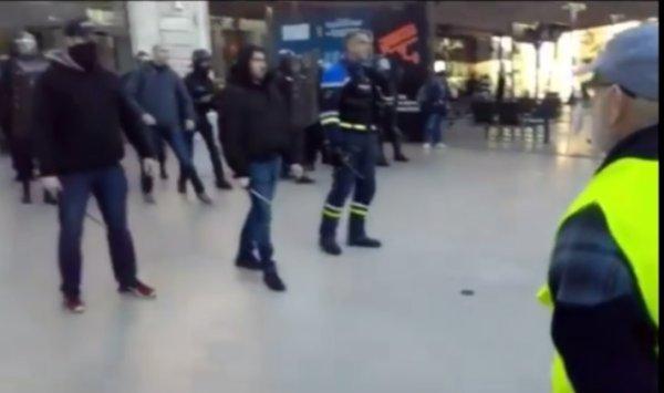 VIDEO. Le nouveau « Benalla » ? Une nouvelle vidéo montre le commandant de Toulon en action