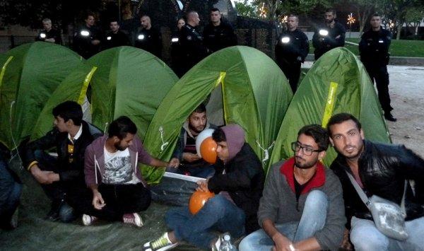 Violente évacuation manu militari de réfugiés syriens à Saint-Ouen