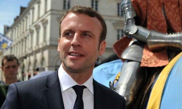 Sainte-Jeanne-Macron. Emmanuel fend l'armure et donne des gages aux patrons