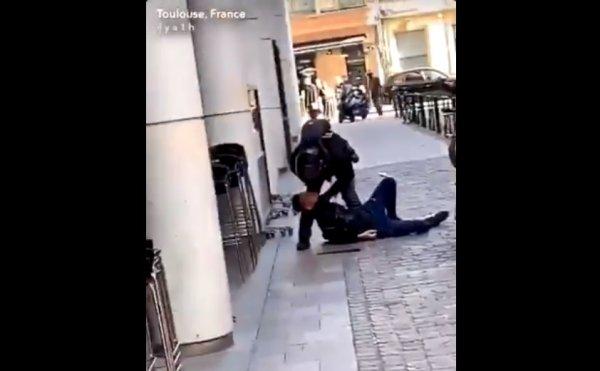VIDEO. Acte 22. Toulouse : un policier voltigeur s'acharne sur un manifestant à terre