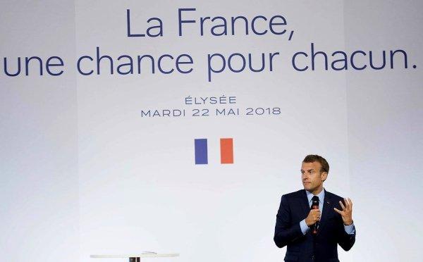 Plus de matraques et de flics : les mesures pour la banlieue dévoilées par Macron