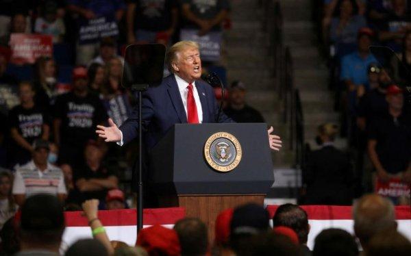 Etats-Unis : l'épidémie de Covid-19 s'intensifie et fragilise Trump sur fond de mobilisation historique