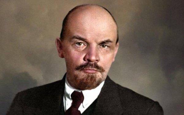 Maïakovski : « Hier, à six heures cinquante minutes est mort le camarade Lénine »
