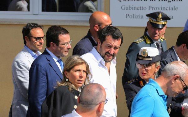 """Italie : Le ministre de l'Intérieur, Matteo Salvini appelle les migrants à """"faire les valises"""""""
