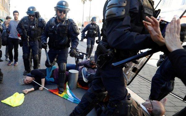 Manifestante blessée à Nice : la version de Macron et du procureur démentie par un rapport policier
