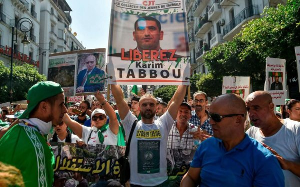 Répression politique en Algérie : l'opposant Karim Tabbou maintenu en détention