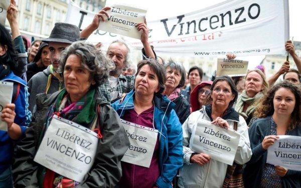 Soutien à Vincenzo Vecchi, poursuivi en France 19 ans après pour sa présence au contre-sommet du G8