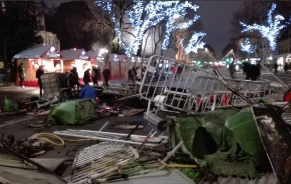 VIDEO. Comme en mai 68, « il y a des barricades tout le long du Quartier Latin »