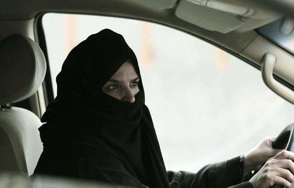 Pourquoi le roi saoudien met fin à l'interdiction de conduire pour les femmes ?