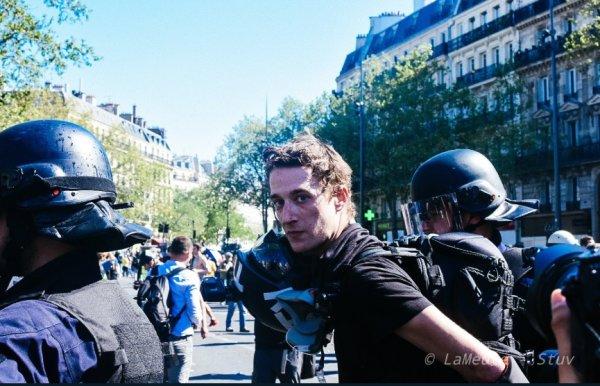 """Interpellations, tir de LBD, plusieurs journalistes indépendants visés par la police : la loi """"anti-casseurs"""" en action..."""