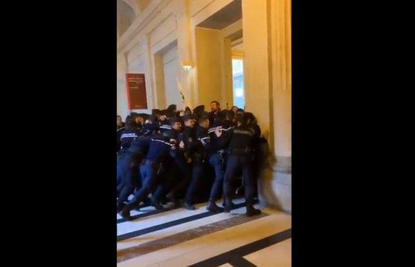 VIDEO. La police évacue les avocats du Palais de justice réunis pour interpeller Nicole Belloubet