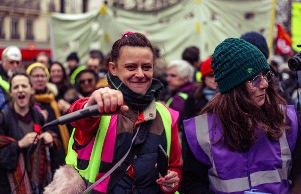 Acte XVII : les femmes Gilets jaunes en tête de manifestation