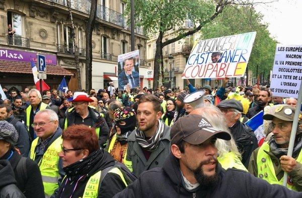 VIDEO. Acte 25 à Paris : les Gilets jaunes font la tournée des hôpitaux pour réclamer davantage de moyens