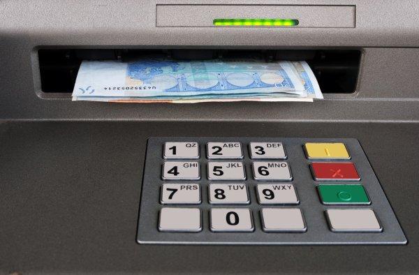 """Grève """"reconductible bloquante"""" à la banque de France : vers une pénurie de billets aux distributeurs ?"""