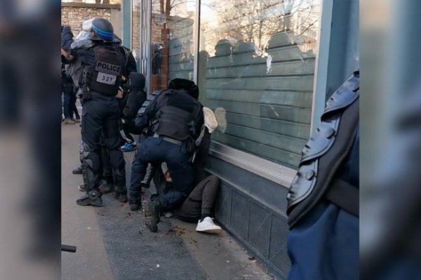 Du sang craché au visage : la version policière (déjà) mise à mal par une vidéo