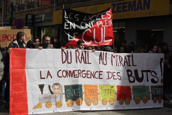 A Toulouse, cheminots et étudiants marchent ensemble contre le gouvernement Macron