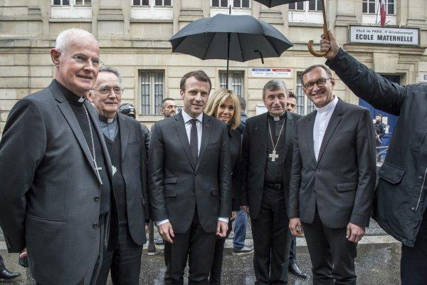 Macron-roi veut « réparer le lien entre l'Église et l'État » : la droite dure tend l'oreille