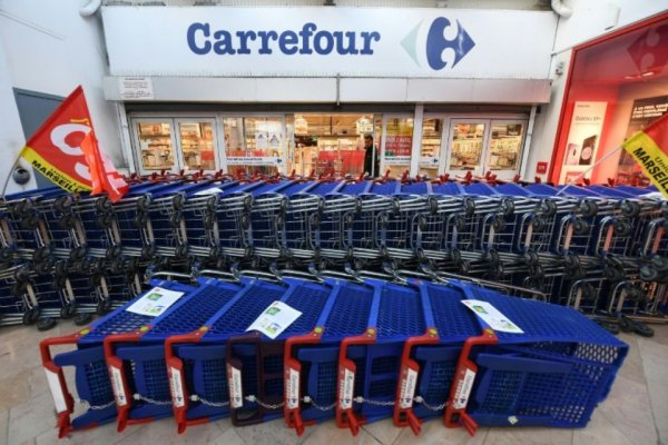 Trahison ! A Carrefour, FO, la CFDT, la CFTC et la CFE-CGC signent l'arrêt du mouvement pour des miettes