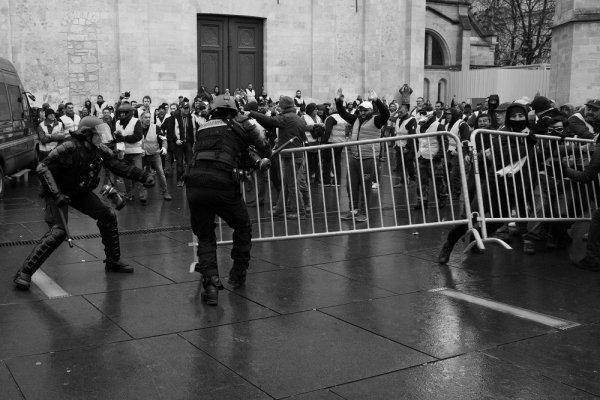 Bordeaux. « Main arrachée, blessure à la mâchoire, poumon perforé » : la police et les gilets jaunes