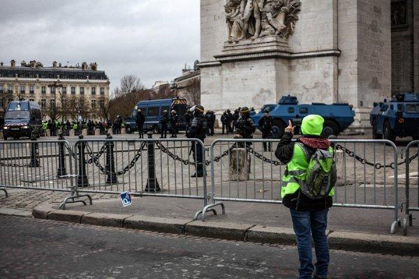 Macron ressort les RG pour ficher les Gilets Jaunes