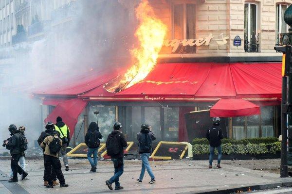 """Fouquet's incendié, pluie de mauvaises notes sur TripAdvisor : """"c'est le coup de feu"""""""