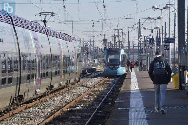 Nantes : des cheminots en grève contre les fermetures de postes