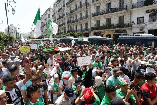 Algérie. Sous la pression des masses, le régime joue la carte du « dialogue »