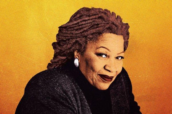 Toni Morrison, figure de la littérature américaine et militante anti-raciste, est décédée