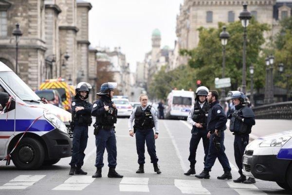 Un policier tue 4 de ses collègues au couteau dans la Préfecture de Paris avant d'être abattu