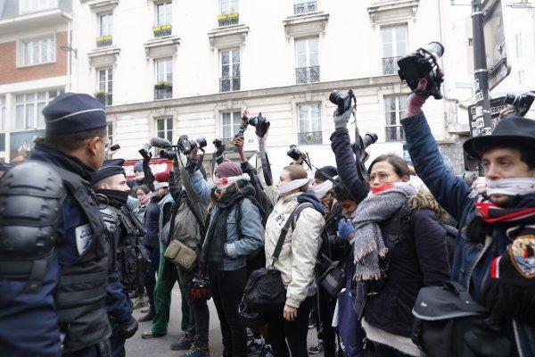 VIDEO. Des journalistes du Collectif Reporter arrêtés et fouillés avant même le début de manifestation !