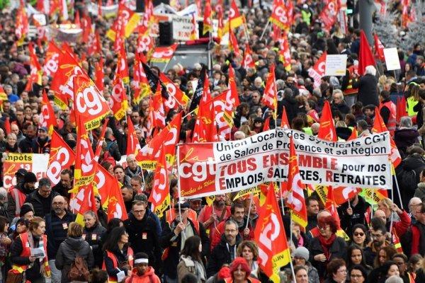 Les grévistes ne peuvent attendre le 9 janvier. La direction de la CGT doit lancer une grande campagne de soutien financier aux grévistes