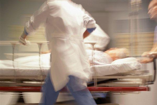 """""""Nous avons eu une infirmière qui s'est tranché la gorge"""" : ces drames qui ne feront pas la une des grands médias"""